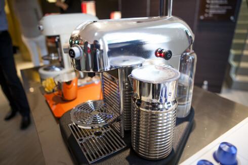 Nespresso Grand Maestra, med en ny generasjon aeroccino, som (trommevirvel) kan gå i oppvaskmaskinen.
