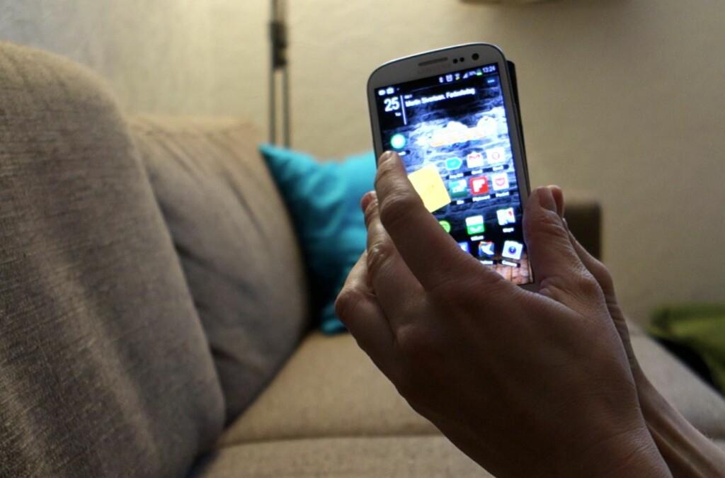 Med NFC-kompatible telefoner kan du holde dem inntil hverandre for å overføre informasjon direkte.