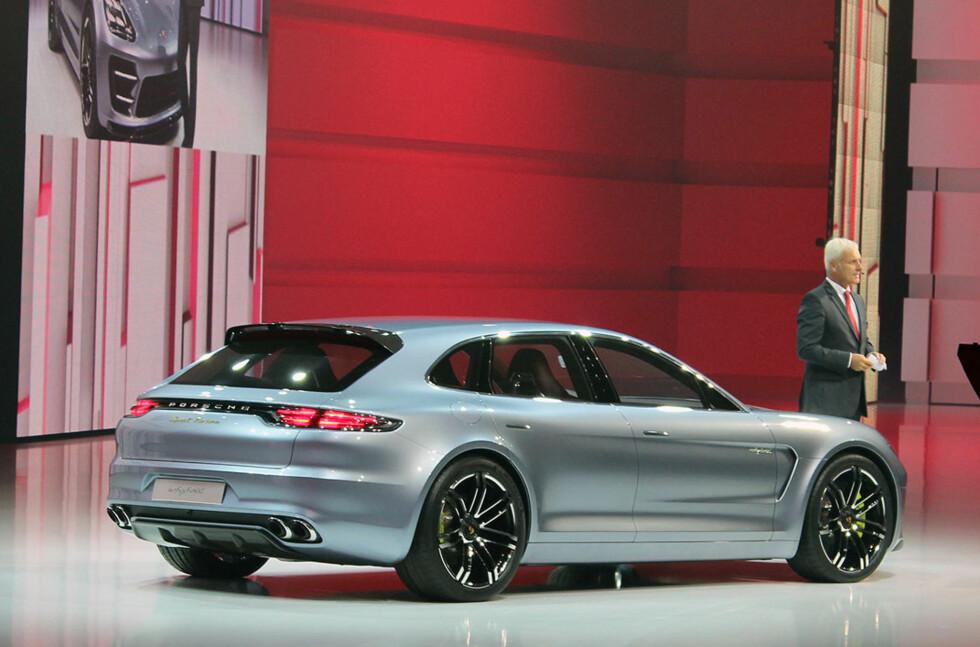 Her er noe så sensasjonelt som en Porsche stasjonsvogn. Den store doningen har fått navnet Panamera Sport Turismo Concept. Konseptbil... inntil videre, tror vi. Foto: Knut Moberg