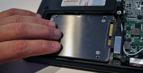 LURT MED SSD: En SSD-disk kan gjøre maskinen raskere, men også tryggere. Bruker du SSD-disken til programvare og en annen harddisk til data er du heldigere om uhellet er ute.  Foto: Bjørn Eirik Loftås