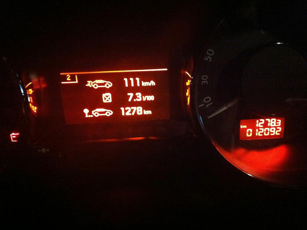 Retur-etappe Trégastel-Bremen. Relativt høye hastigheter de siste 30-40 milene dro opp snittforbruket fra de vanlige 0,67 til 0,73 liter per mil. Ikke noe å si på det, synes vi. Foto: Knut Moberg