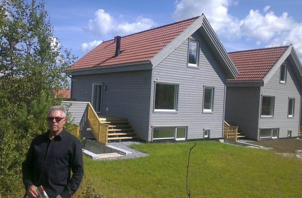 STÅR TOMME: Arkitekt Kjell Reianes (bildet) synes det er rart at ikke flere ser etter bolig utenfor Oslo-området. Disse eneboligene i Ski står tomme. Foto: Geir H. Wiger