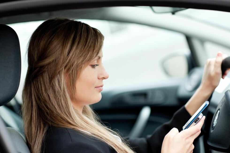 En uskyldig melding kan gi store konsekvenser om du skriver den mens du kjører. Foto: All Over Press