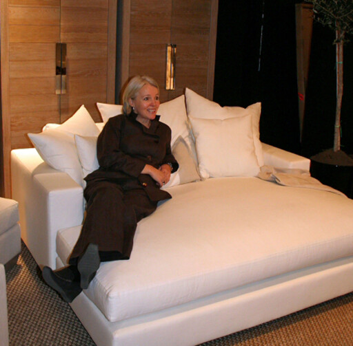 Helene Hennie har gjort stor suksess med sine ekstremt dype sittemøbler for Slettvoll. Her fra møbelmessen i Stockholm i 2007. Foto: Elisabeth Dalseg