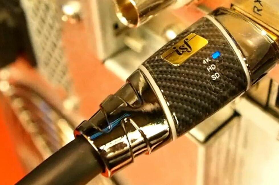 Monsters ISF-sertifiserte 4K HDMI-kabel, her spiller den av 4K-materiale. Foto: Øyvind Paulsen
