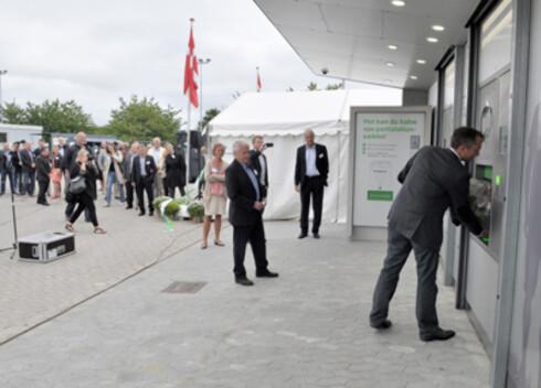 Åpning av teststasjonen av den nye panteautomaten utenfor København 4. september. Foto: Dansk Retursystem AS