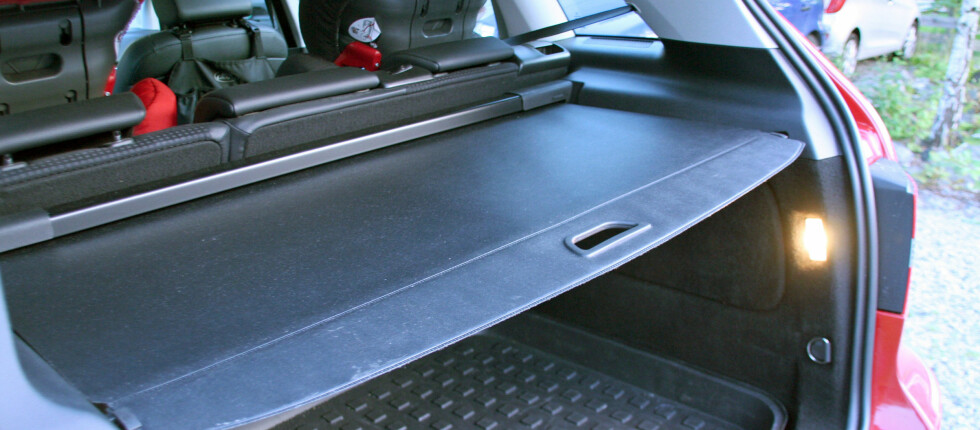 VIS AT BAGASJEROMMET ER TOMT: Ikke trekk bagasjeromsduken over abagasjerommet når du parkerer. Ta med deg bagasjen, og vis at det er tomt, er oppfrodringen fra forsikringsselskapet. Foto: Kristin Sørdal