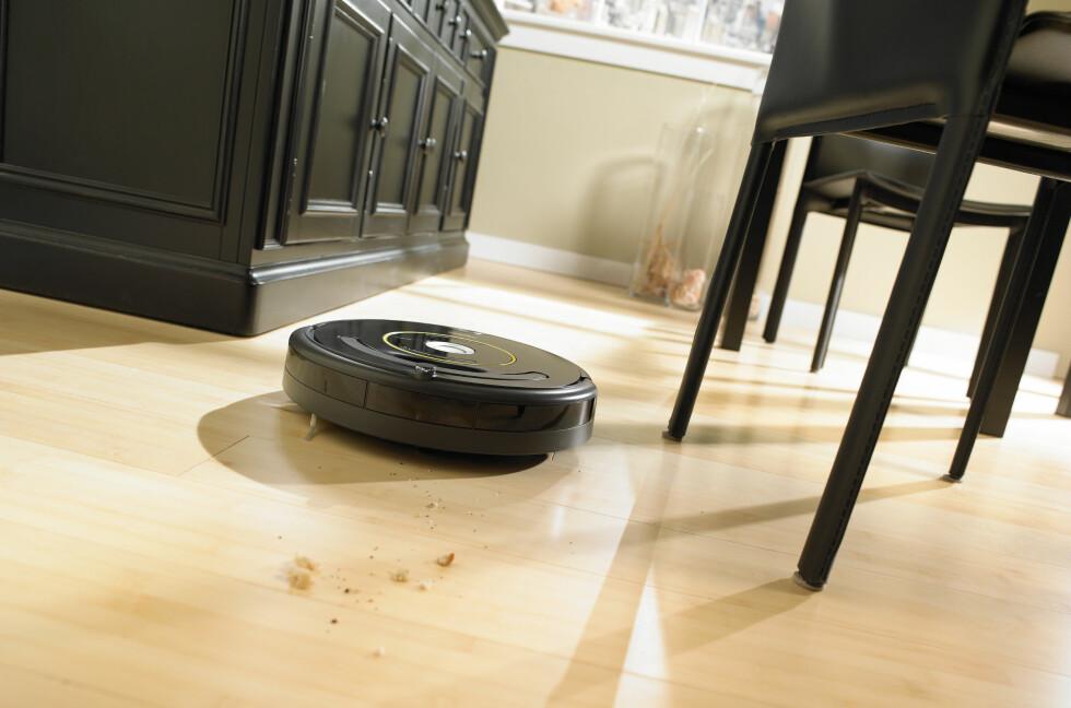 Støvsugeren i Roombas 600-serie kommer med Dirt detect, en sensor som finner ekstra skitne områder, og sørger for at støvsugeren jobber litt ekstra akkuart der.  Foto: iRobot