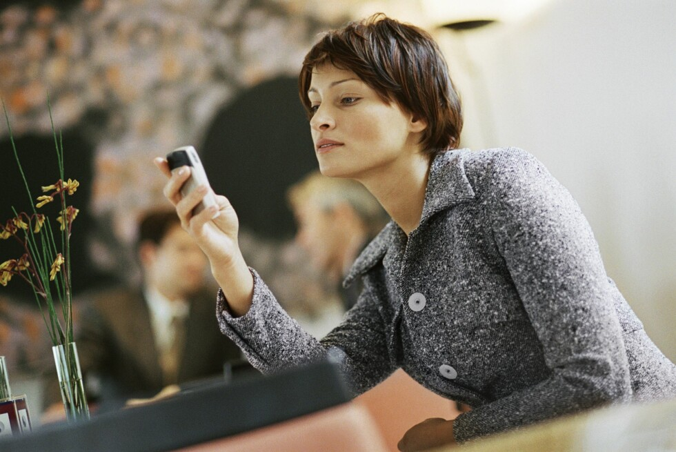 Dropp mobiltelfonen på restaurant. Her får du til og med betalt for det! Foto: Colourbox.com