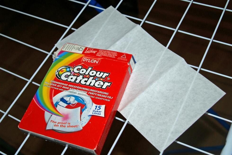 Gjør dette produktet at man kan vaske klær i vidt forskjellige farger sammen? Sjekk resultatet!        Foto: Berit B. Njarga