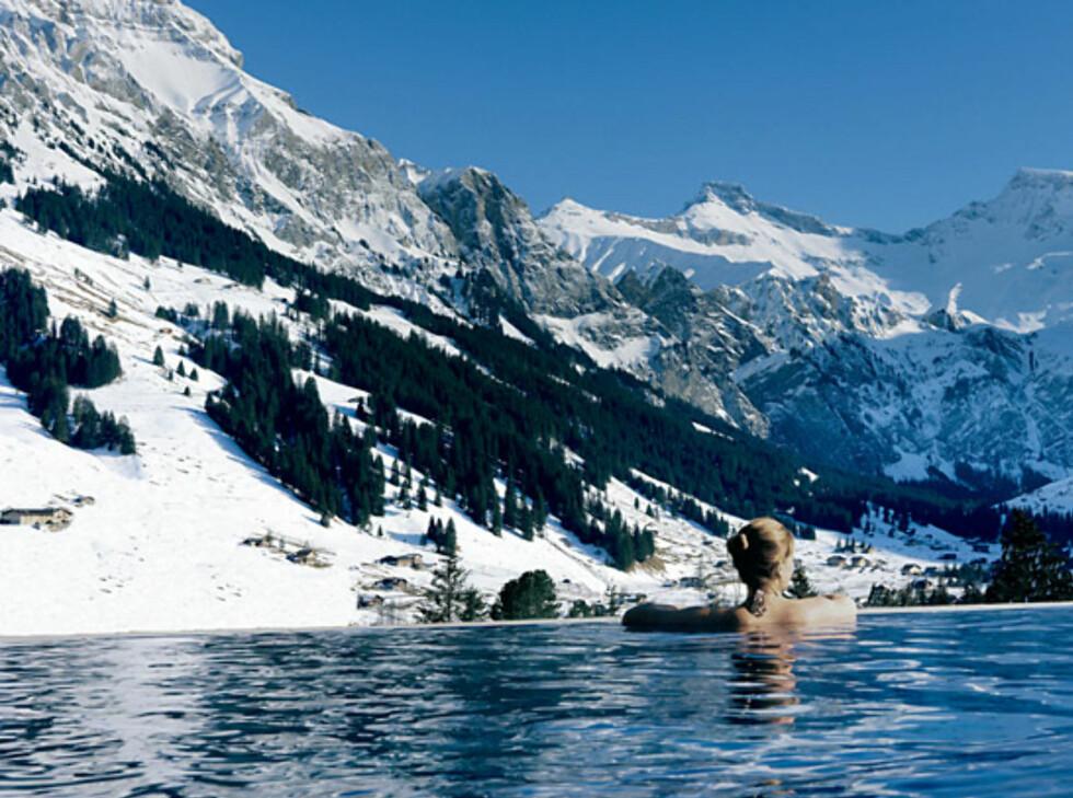 Oppvarmet utendørsbasseng i Alpene. Foto: The Cambrian