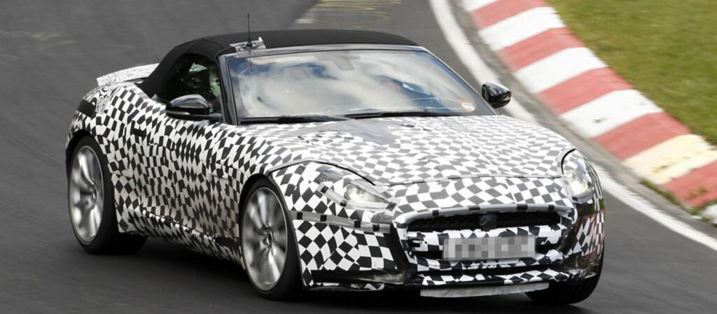 Jaguar F-Type, her i form av en kamuflert R-versjon. Foto: Automedia