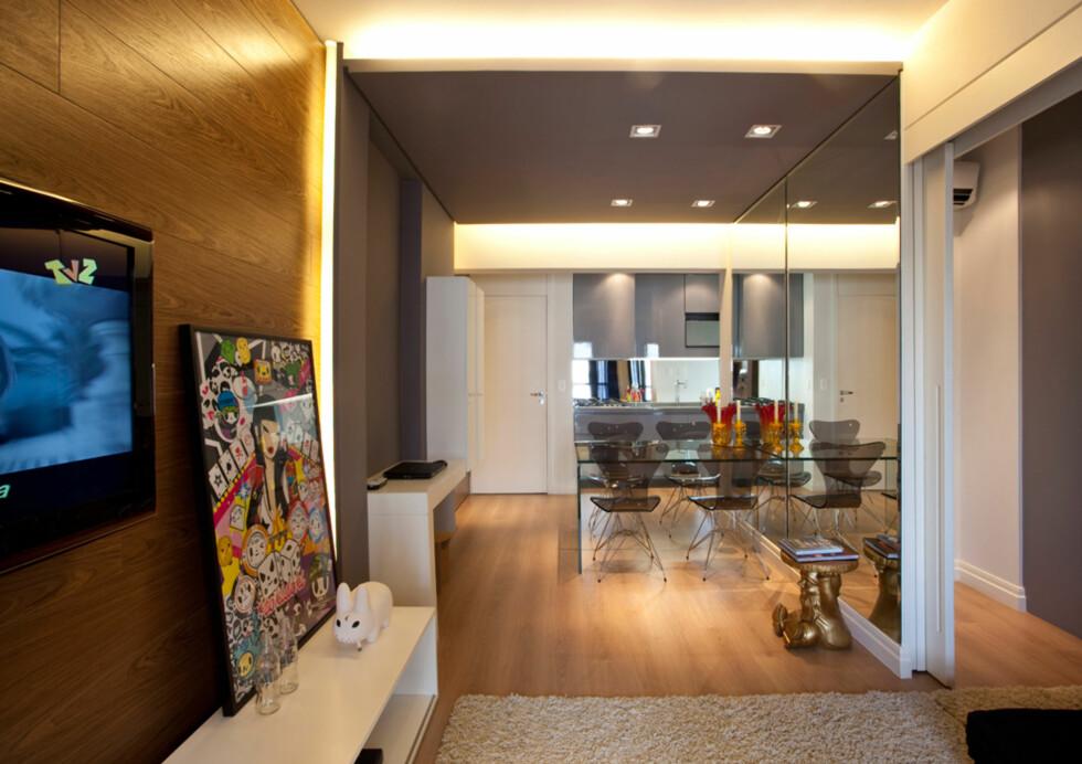 ROMSLIG: Ihvertfall på en måte. Denne leiligheten måler ikke mer en 45m2, men med litt oppfinnsomhet ser den enda større ut. Foto: Arkitekten