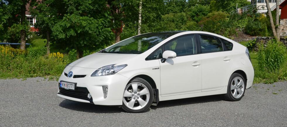 Mye av fronten på Prius er skiftet ut