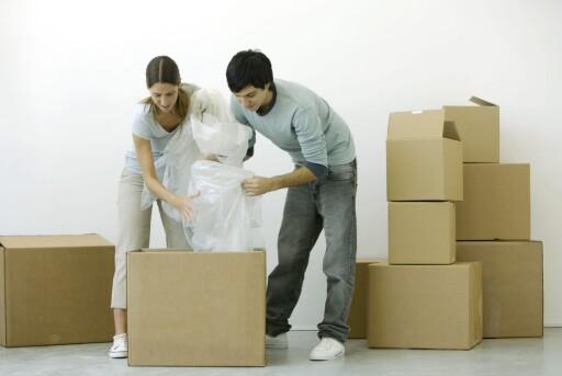 SAYONARA: Når kan du flytte ut? Det er ingen selvfølge at du selv kan bestemme det, etter at kontrakten er underskrevet.  Foto: COLOURBOX.COM