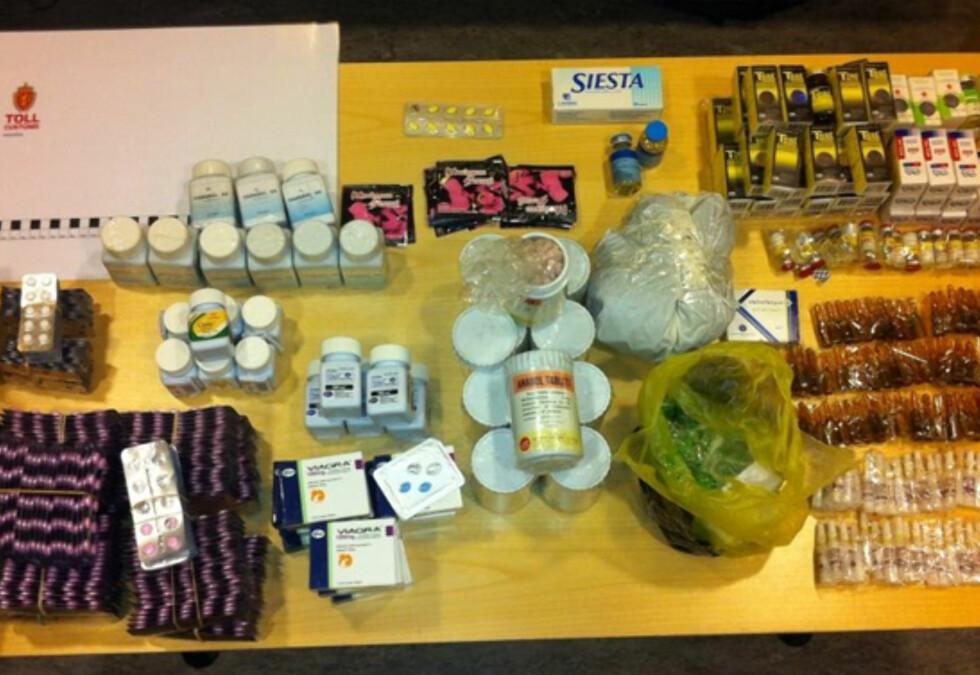 FORSØKT SMUGLET: Diverse legemidler. Foto: Tollvesenet