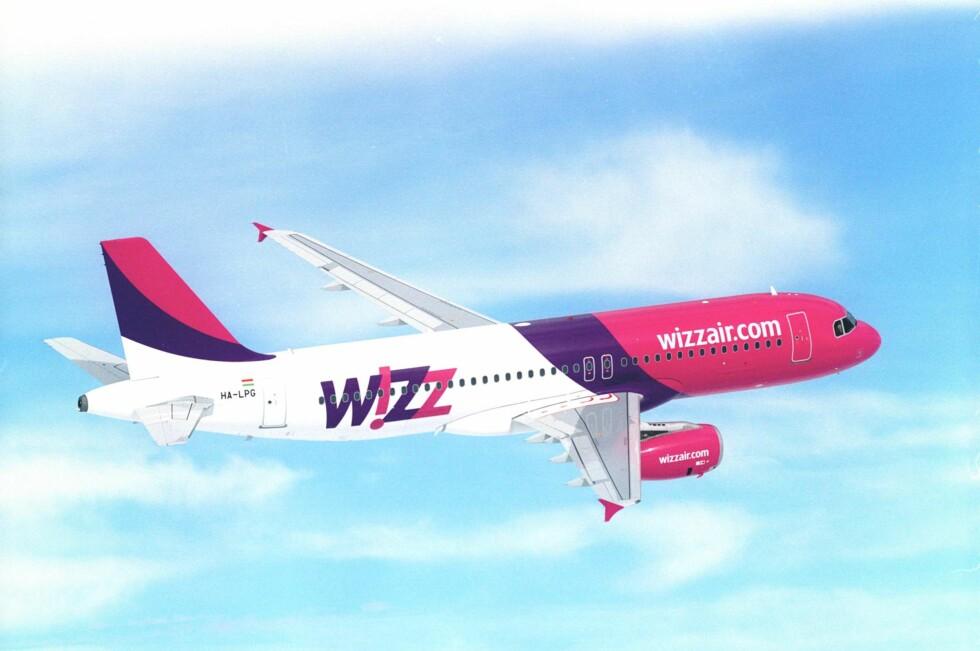 TAR BETALT FOR HÅNDBAGASJE: Måler vesken din  55cm x 40cm x 20 cm eller mer, eller veier over 10 kilo, må den sjekkes inn i lasterommet. Foto: Wizz Air