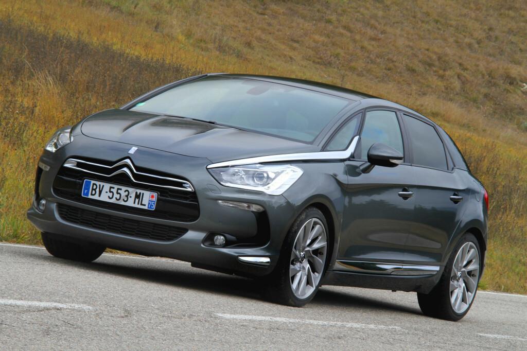Citroën DS5 har en design egnet til å vekke oppsikt. Som hybrid får den atpå til en miljødimensjon som burde kunne bidra til å gi merket flere kunder.