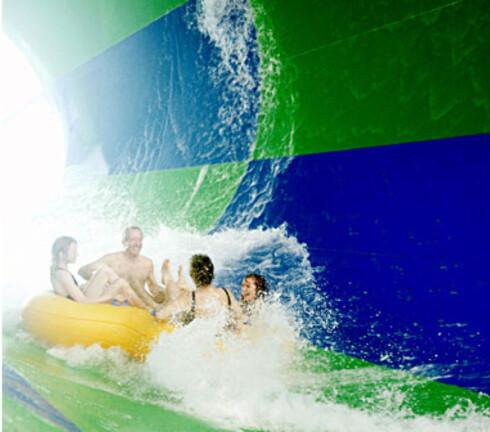TORNADOEN: Med fire personer i gummibåten går det ekstra fort ned. Nå har Lalandia endret på reglene og sier at man skal kjøre to og to. Foto: Lalandia