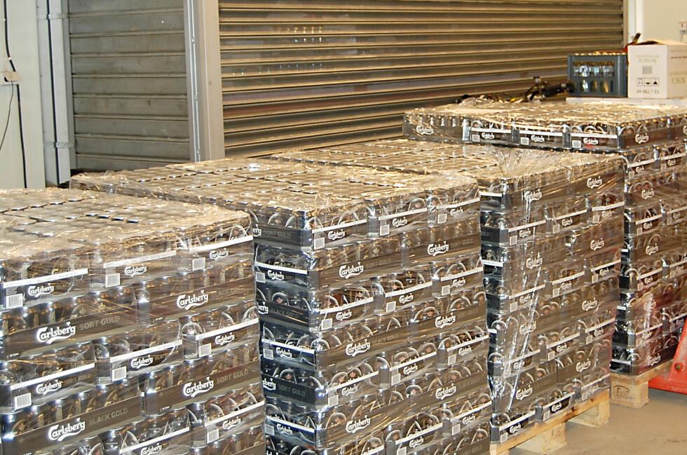 Slik kan det se ut når Tollvesenet beslaglegger øl i tollen. Dette bilder er fra april i fjor. Foto: Toll.no