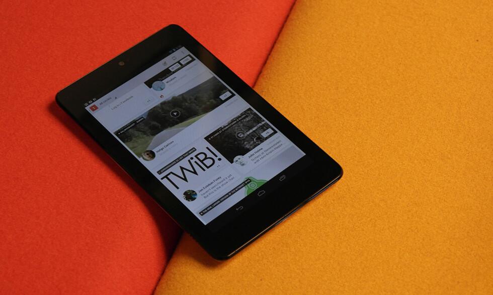 Googles Nexus 7-nettbrett er laget av Asus og er et svært kjapt og billig nettbrett.