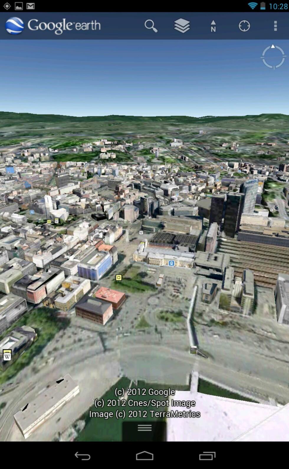 Google Earth følger også med og lar deg 'fly'; her over Oslo.