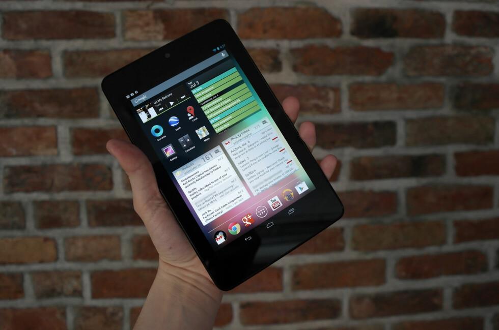 Googles Nexus 7 er laget av Asus og er et svært kjapt og billig nettbrett.