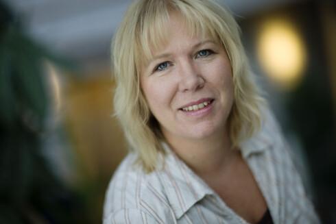 <strong>KRITISK:</strong> Nestleder Bente Øverli i Forbrukerombudet mener Chili Mobil-reklamene bryter norsk lov, da et mobilabonnoment er langt mer komplisert enn bare ringeminutter.  Foto: FORBRUKEROMBUDET
