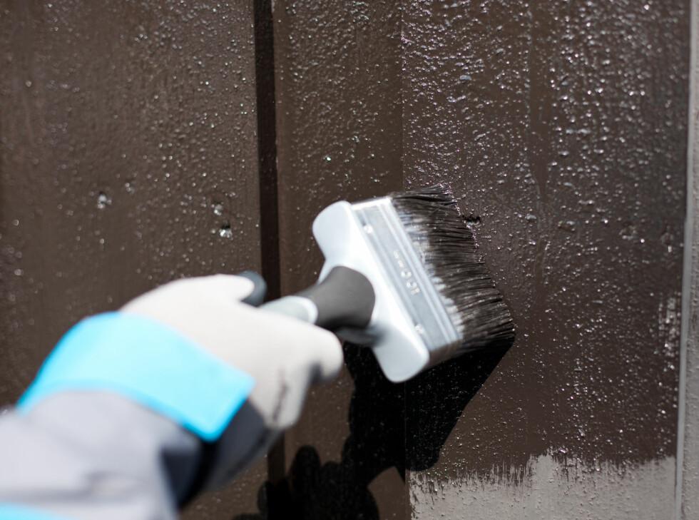 Har malingen din kort tørketid, bør du ta bare én eller to planker om gangen, for best mulig resultat. Foto: Kristian Owren / Ifi.no