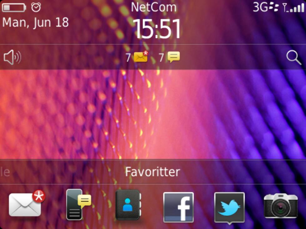 GAMMELDAGS: Noen skjermbilder kan se pene ut, men BlackBerry OS 7 er ikke akkurat noen designperle.  Foto: Ole Petter Baugerød Stokke