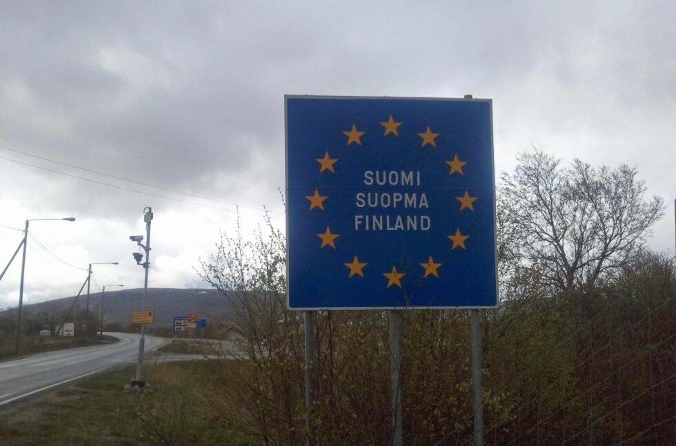 Det lille, finske tettstedet Nuorgam har blant annet to matbutikker og alkoholutsalg. Her ved grenseovergangen.          Foto: Berit B. Njarga