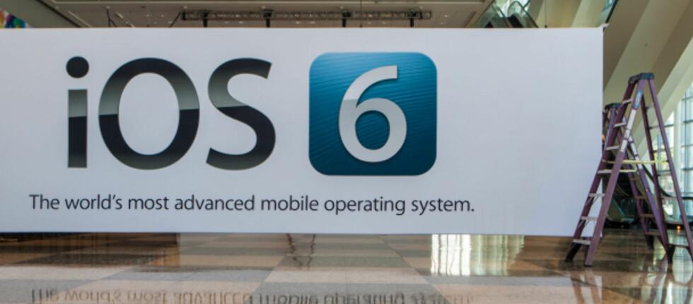 Bannere med iOS 6 henger flere steder i senteret der Apple skal åpne årets utviklerkonferanse. Foto: James Martin, CNET