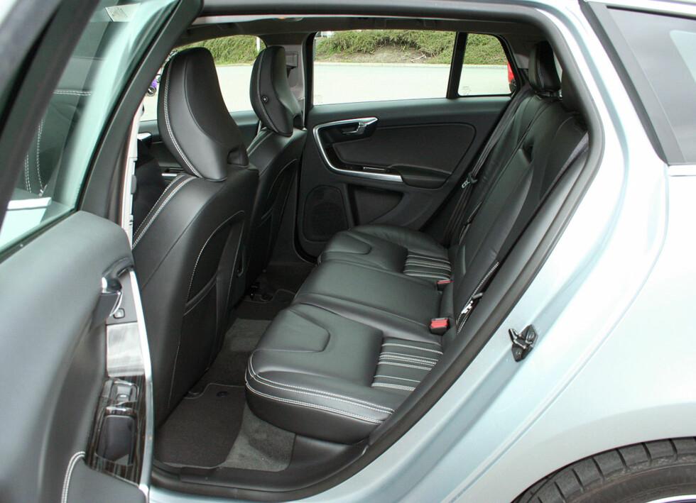 Baksetene er også gode å sitte i. Noe mindre plass enn i en V70, men også voksne på 190 cm kan finne plass her. Foto: Knut Moberg