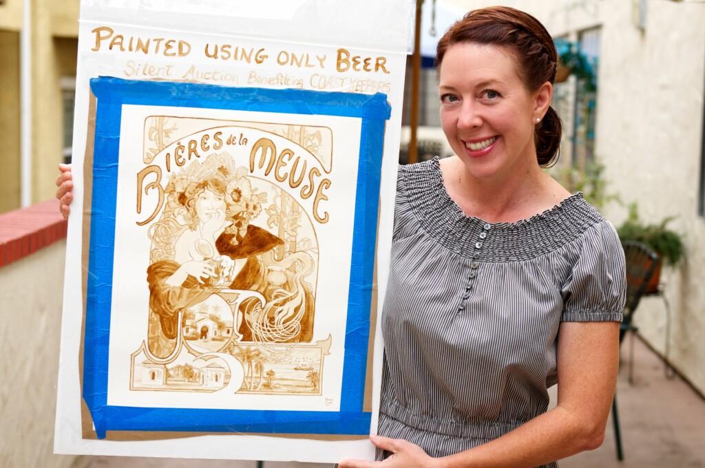 Karen Eland går løs på kjøleskap og kjøkkenskap for å finne maling. Dette er malt KUN med øl som farge. Foto: BeerPainter.com