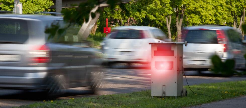 FARTSBOTEN SVIR: Norge er et av de dyreste landene å kjøre for fort i, men det svir godt med en fartsbot i Sverige, Danmark, Frankrike og Storbritannia også.  Foto: PantherMedia / Jörg Schmalenberge