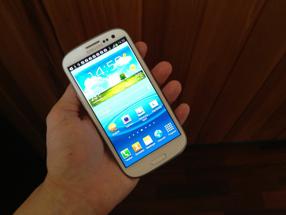 """STOR: Med 4,8"""" skjerm er Samsung Galaxy S III en av de aller største telefonene i markedet."""