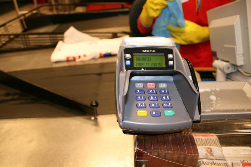 Fra og med fredag bør du satse på betaling med bankkort. Hvis det blir streik, vil butikkene slite med å gi kundene vekslepenger. Foto: Kristina Picard