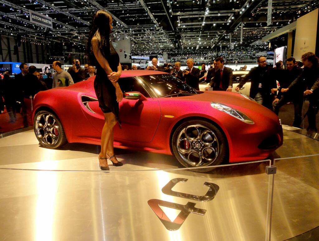Slik ser Alfa Romeo for seg en kommende kompakt sportsbil. her kupéen 4C. Foto: Knut Moberg