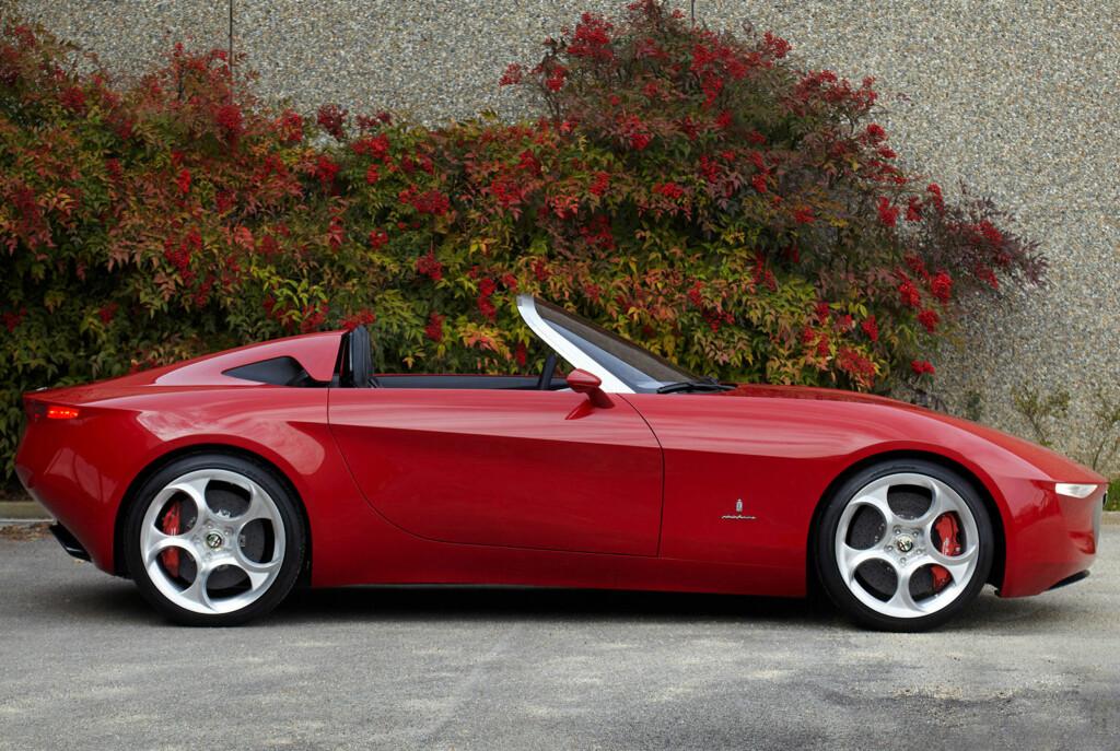 Nei, dette er ikke offisielt bilde av den kommende Alfa/Mazda-roadsteren. Dette er konseptbilen Alfa 2uettottanta (ikke trykkfeil), som ble vist i Genève i 2010. Design er ved Pininfarina, og vi skulle gjerne sett at Alfa-Mazdaen ble noe i nærheten av like vellykket!