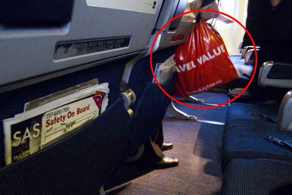 TAXFREE-VARER SKAL KOMME UTENOM HÅNDBAGASJEREGELEN: Ryanair har satt en 10-kilos grense på håndbagasje som er inkludert taxfree-varer. Det reagerer forbrukerorganisasjon FACUA på.  Foto: Per Ervland