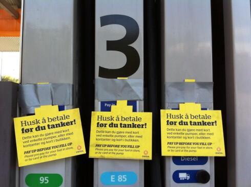 Statoil-stasjonen har fått positiv respons så langt, kanskje fordi de aller fleste betaler med kort og ikke kontanter. Foto: Fred Magne Skillebæk