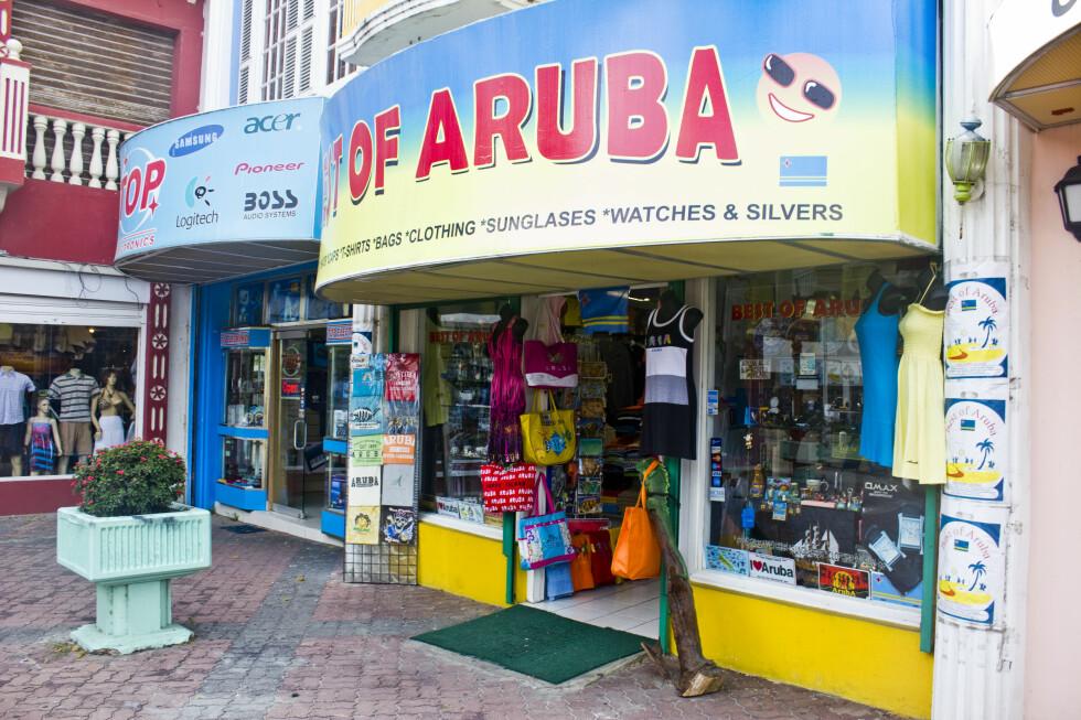 I Aruba er det tusenvis ar suvenirbutikker. Antakeligvis må det være et stort marked for det ... Foto: SIlje Ulveseth