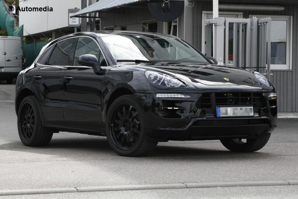PRØVER Å LURE OSS: De vil ha oss til å tro at dette er en Cayenne, men i virkeligheten er bilen vi ser her en helt ny Porsche-modell, den vi lenge trodde skulle hete Cajun, men som offisielt skal hete Macan. Foto: Automedia