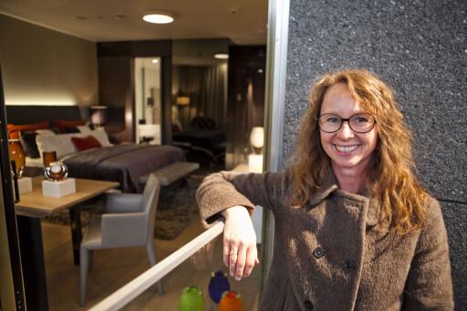 Benedicte Sunde, utstillingsarkitekt i DogA (Design og Arkitektursenteret) foran visningsrommet. Foto: Per Ervland