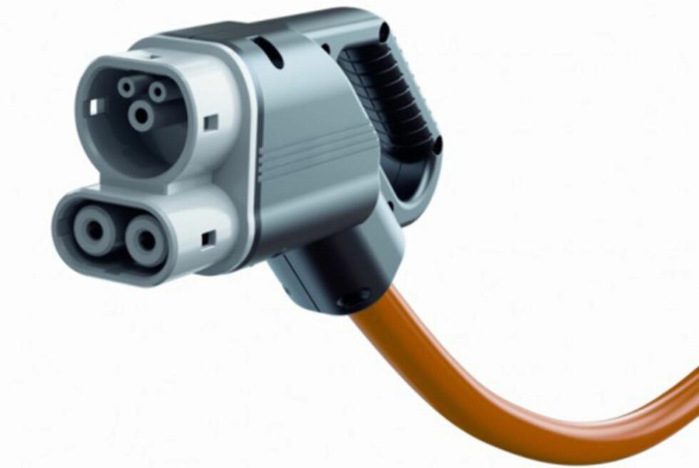 DOBBELKONTAKT: Slik ser den nye kombinasjonsversjonen av en typisk el-bil-lader ut.