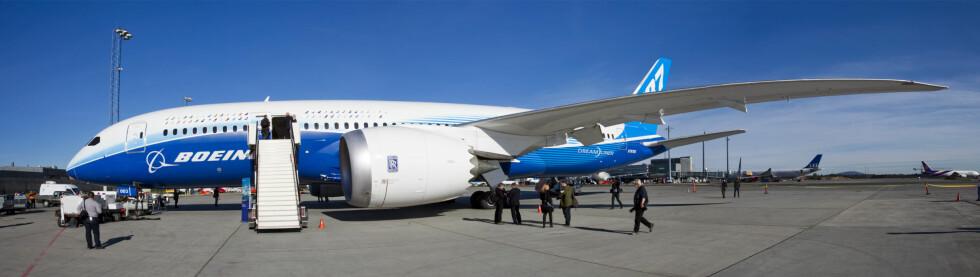 <strong><b>STOR:</strong></b> Dreamliner 787 N787BX landet på Gardermoen 1. mai klokken 12.30 for første gang i Norge. Foto: Per Ervland