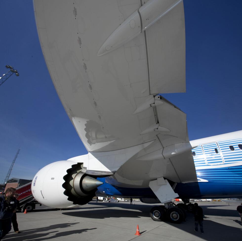 <strong><b>SPESIELLE VINGER:</strong></b> Dreamliner er nemlig med en ny teknologi der rorflatene motvirker turbulens og vibrasjoner. Foto: Per Ervland