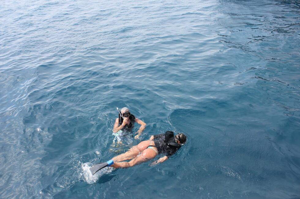 Det er mye du kan gjøre på Aruba. De Palm Tours tilbyr katamaran-turer til turkise sjøområder. Her kan du snorkle, bade eller sole deg i tre timer.  Foto: Silje Ulveseth