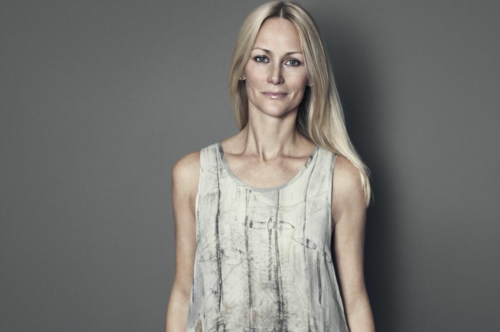 Cathrine Knudsen er aktuell med utstilling på Galleri Nobel med 30 nye oljemalerier. I tillegg viser hun frem en samarbeidskolleksjon med det danske klesmerket Part Two, som singleten på bildet. Foto: Part Two