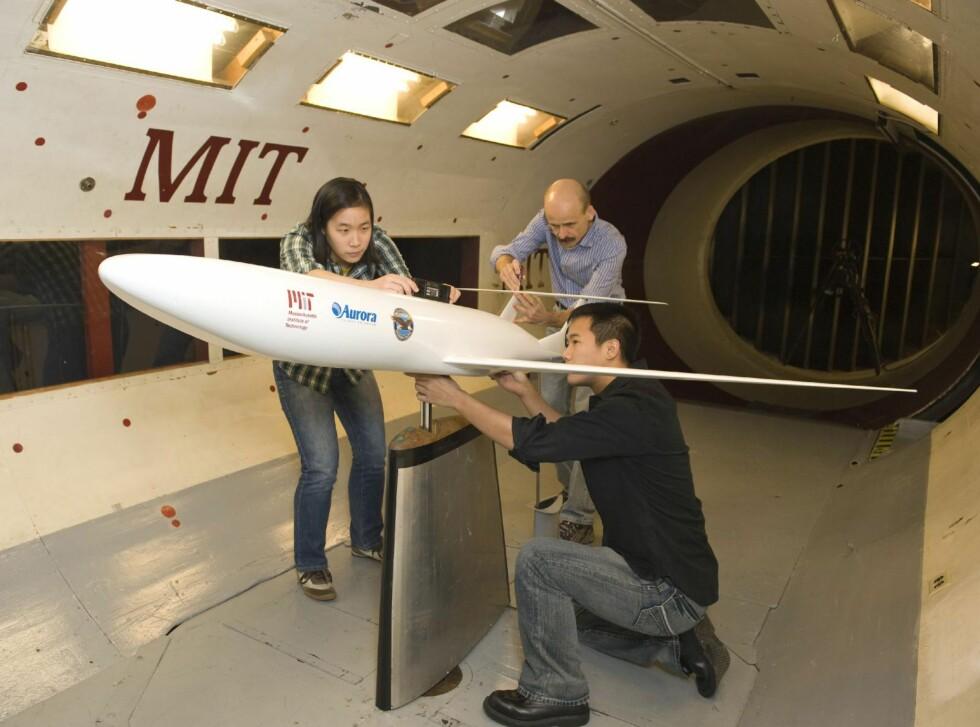Gjør klar til vindtunneltester. Foto: NASA/MIT